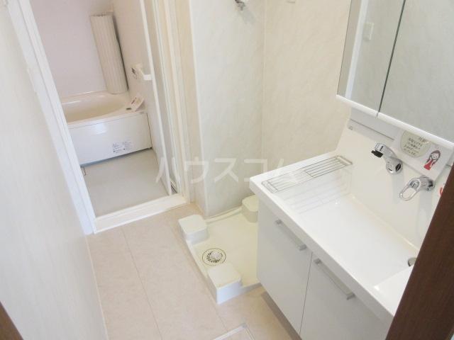 エル・ドラード B 102号室の洗面所