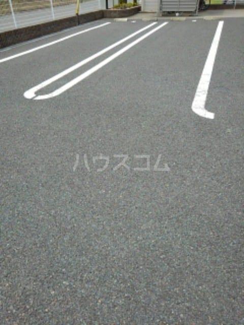 クルミ 02030号室の駐車場