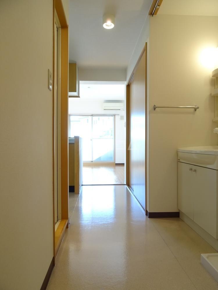 サンライフ鴨江 102号室の居室