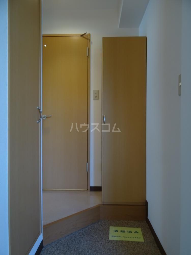 サンライフ鴨江 102号室の玄関