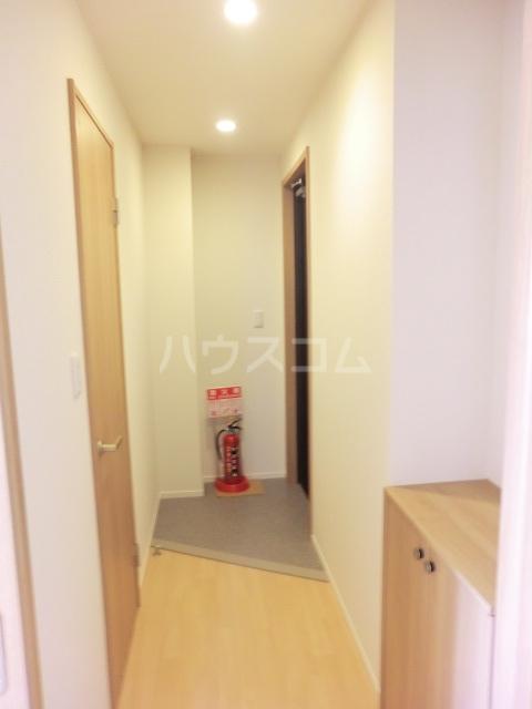 クリークフラワーガーデン片瀬江ノ島 301号室の玄関