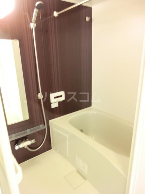 クリークフラワーガーデン片瀬江ノ島 301号室の風呂