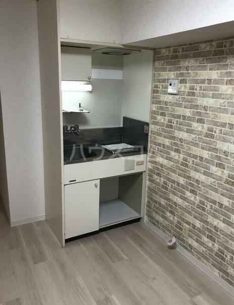日興パレセゾン新宿 102号室のキッチン