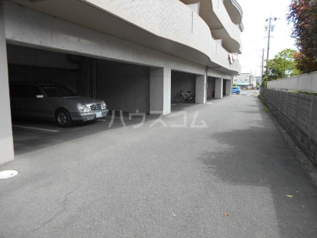シャングリラ 305号室の駐車場