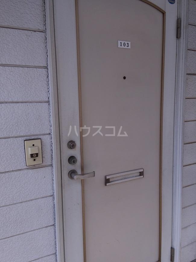 ガーデンコーポ 103号室の玄関