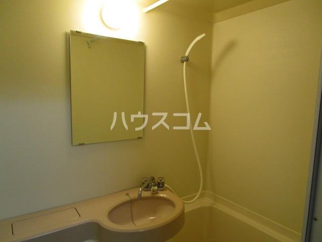 ヴィンテージ 102号室の風呂