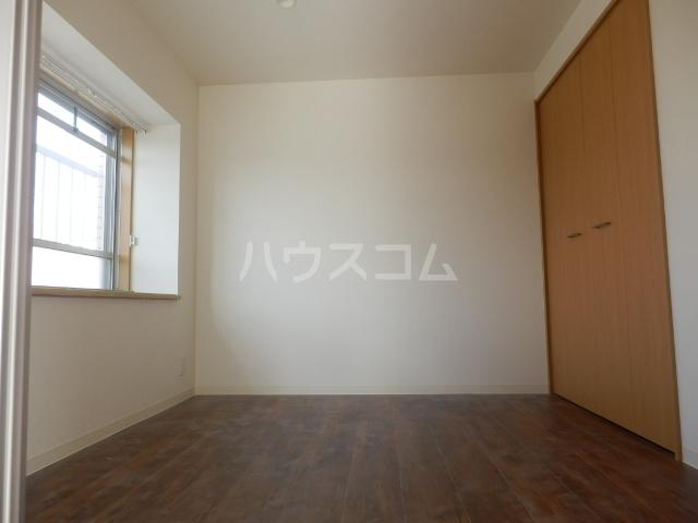 ベルメゾン矢野 205号室の居室