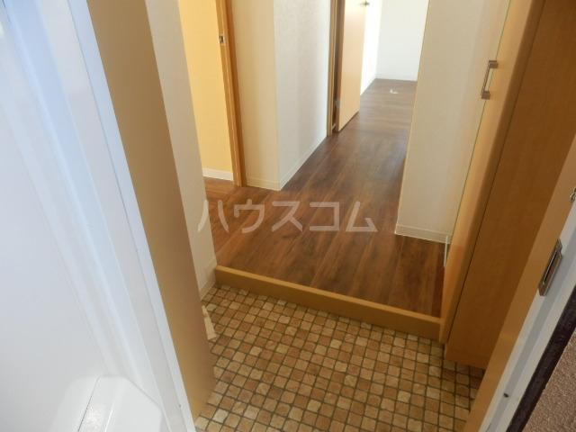 ベルメゾン矢野 205号室の玄関