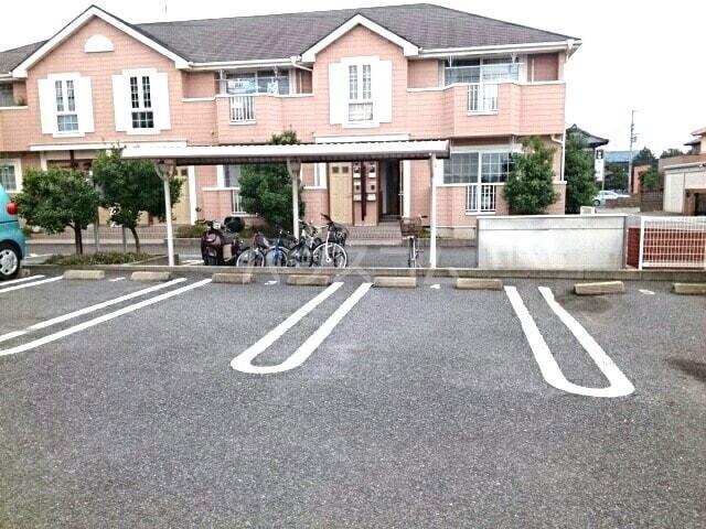グレイスⅡ 01030号室の駐車場