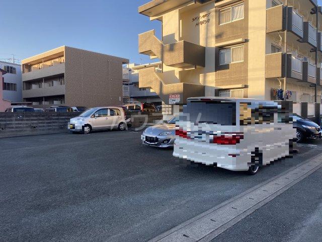 SKY ART HARA 102号室の駐車場