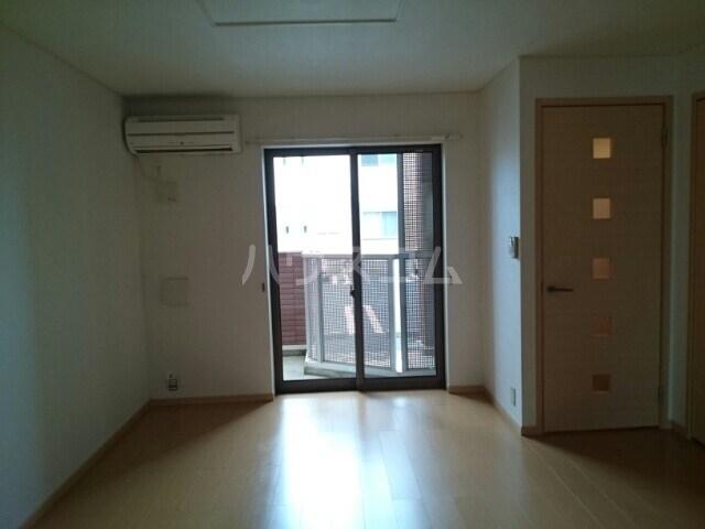 サリュー Ⅱ 01020号室のリビング