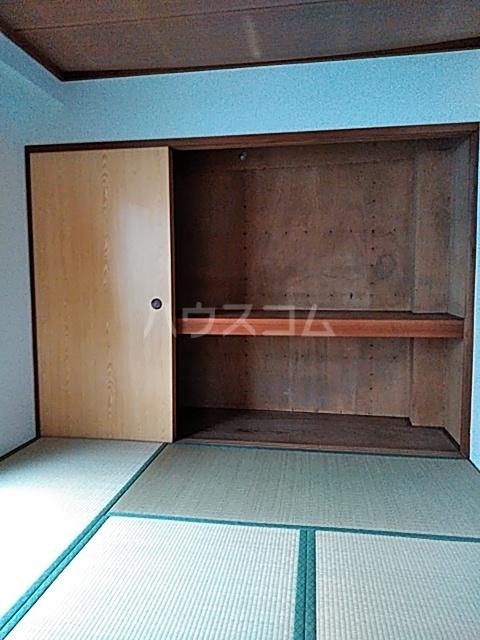 ドミール渡辺 301号室のベッドルーム