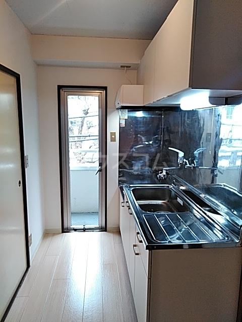 ドミール渡辺 301号室のキッチン