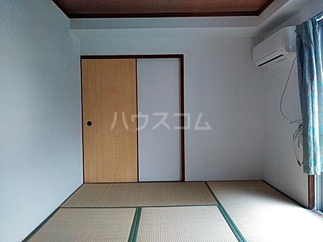 ドミール渡辺 301号室の居室