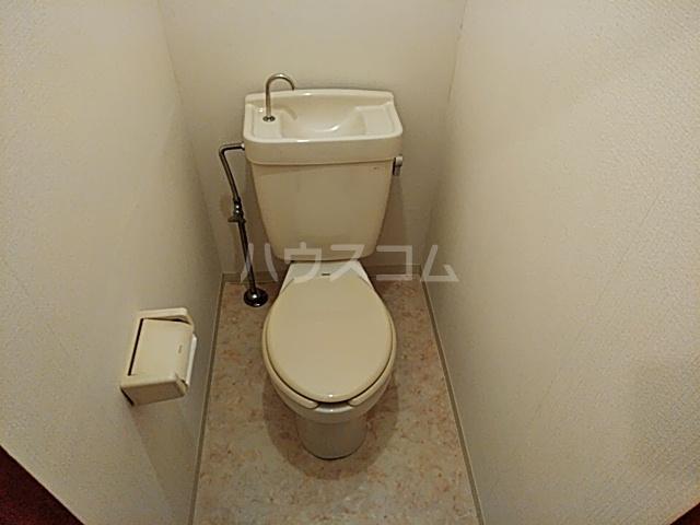 ドミール渡辺 301号室のトイレ