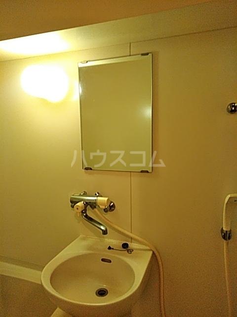 ドミール渡辺 301号室の洗面所