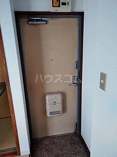 ドミール渡辺 301号室の玄関