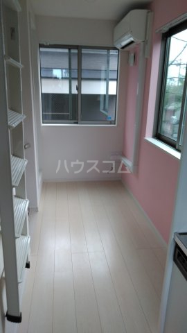 サークルハウス浮間壱番館 201号室のリビング