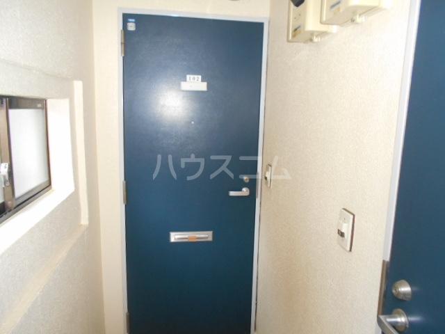 ティーアイハイム玉川 102号室の玄関