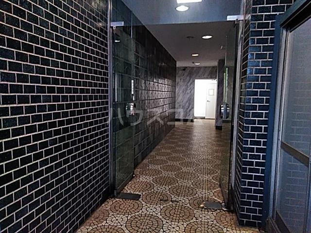 ニューシャトレーマンション 402号室のエントランス