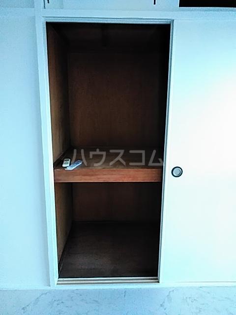 ニューシャトレーマンション 402号室の収納