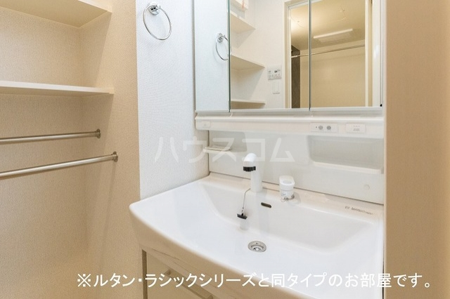 NINA 館 Ⅱ 01010号室の洗面所