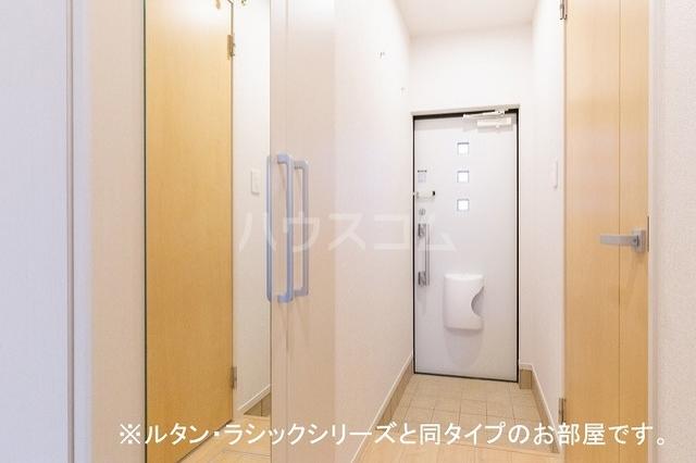 NINA 館 Ⅱ 01010号室の玄関