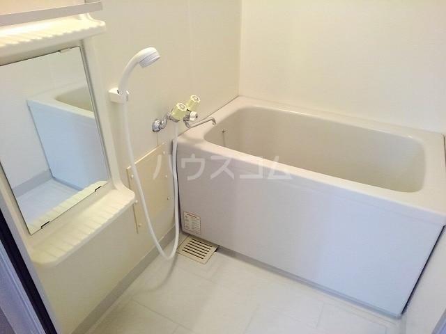 プレシャスコートA 02010号室の風呂