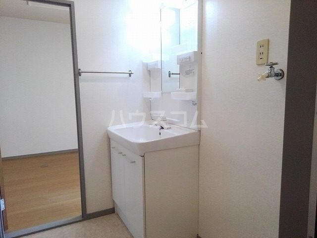プレシャスコートA 02010号室のトイレ