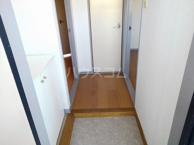 プレシャスコートA 02010号室の玄関