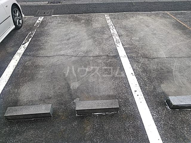 ソフィア藤が丘 101号室の駐車場