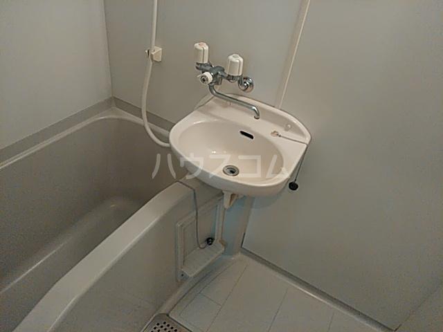 ソフィア藤が丘 101号室の洗面所