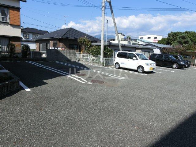 クレストールJ&N 02040号室の駐車場