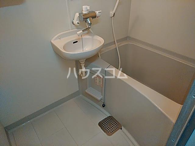 リトルリバー 102号室の風呂