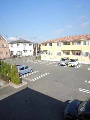 モンターニュ ドゥ 01030号室の駐車場