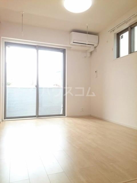 シャトンノアール 01020号室の居室