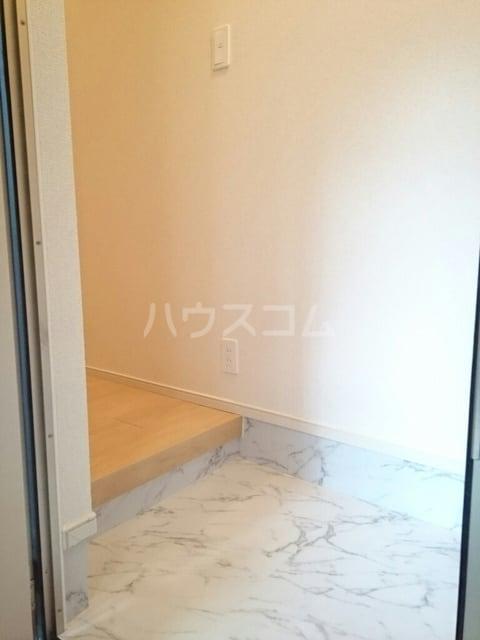 シャトンノアール 01020号室の玄関
