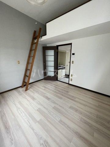 プラザ ドゥ ジュール 105号室の居室