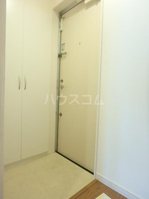 リブリ・アミュレット 201号室の玄関