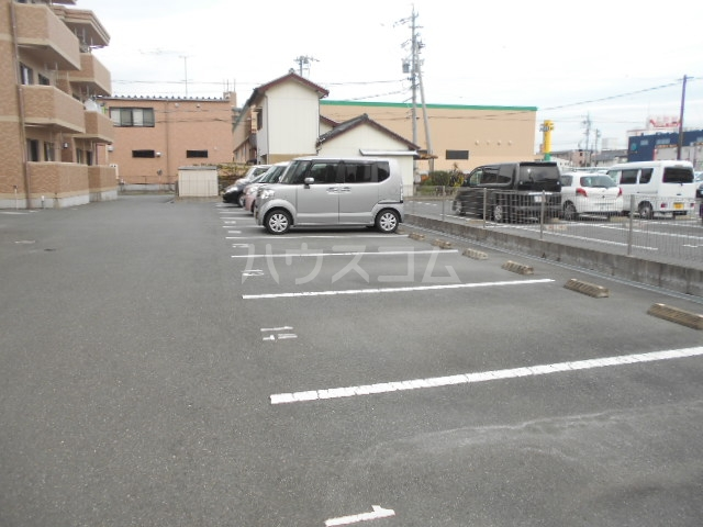 イーリスⅡ 301号室の駐車場