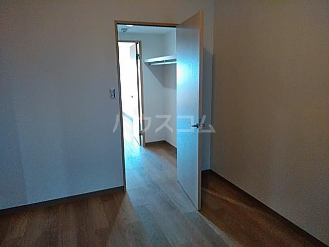 プラザ本牧町元町マンション 302号室の居室