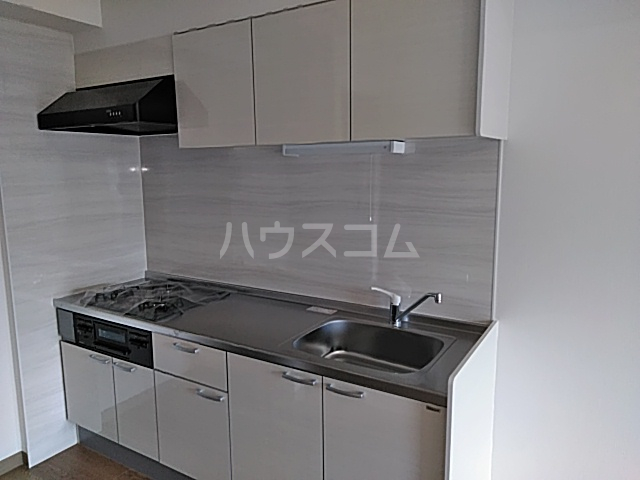 プラザ本牧町元町マンション 302号室のキッチン