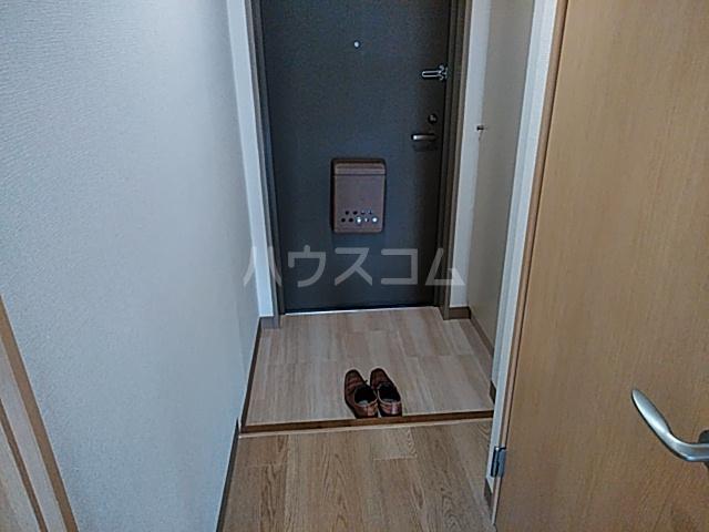 プラザ本牧町元町マンション 302号室の玄関