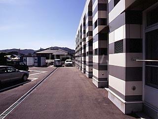 レオパレスサンヒル樋井川 104号室の駐車場