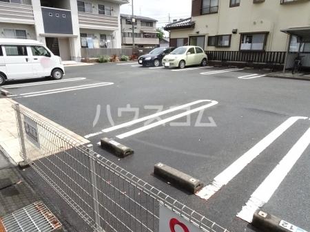 レセンテ・ジョイアA 202号室の駐車場