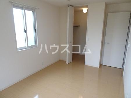 レセンテ・ジョイアA 202号室の居室