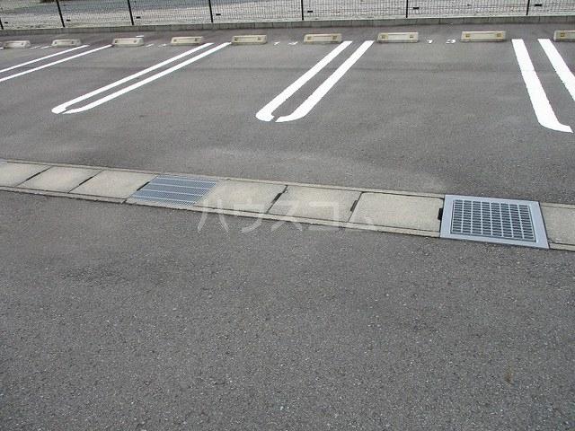 ニューグランシェルⅠ 02020号室の駐車場