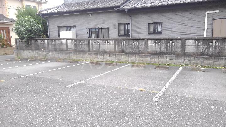 サニーヒルズ 01050号室の駐車場