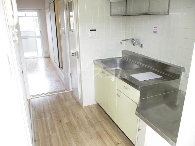 ビレッジハウス五所3号棟 304号室のキッチン