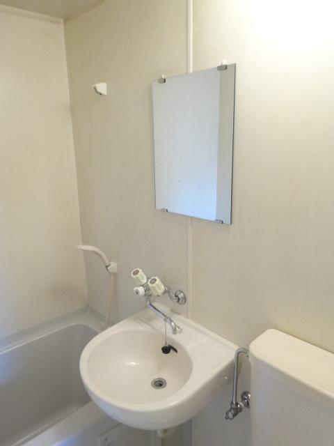 Split 103号室の洗面所